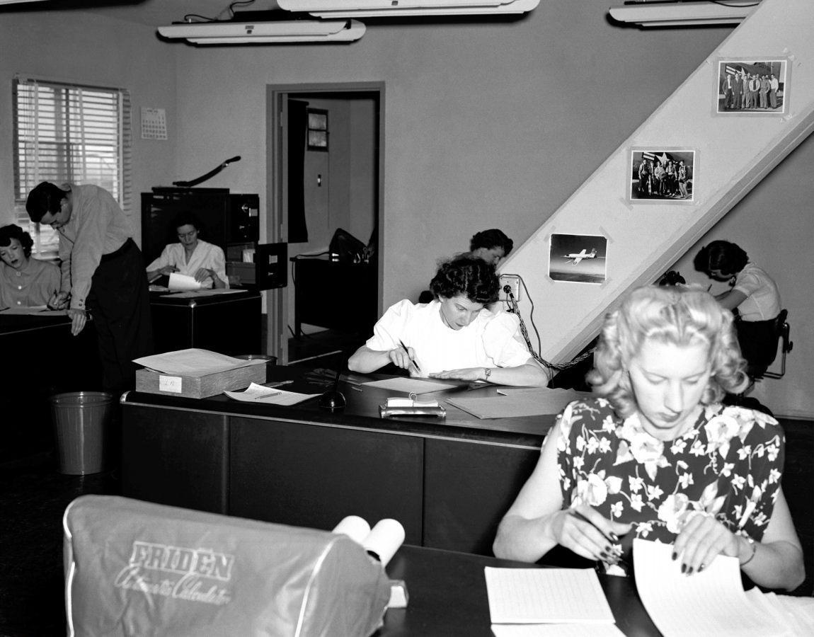 """NACA (NASA) Yüksek Hızlı Uçuş İstasyonu """"Computer"""" Odası (1949)"""